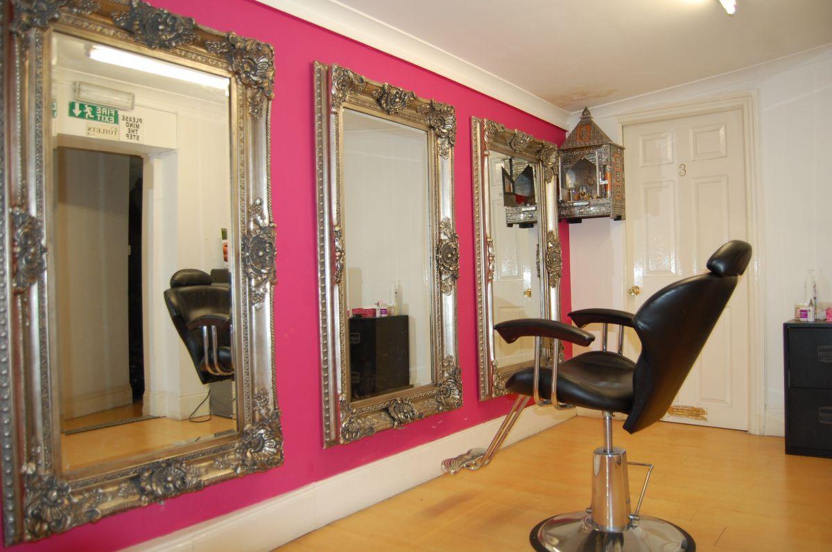 Nainas Beauty Box Woodford Green